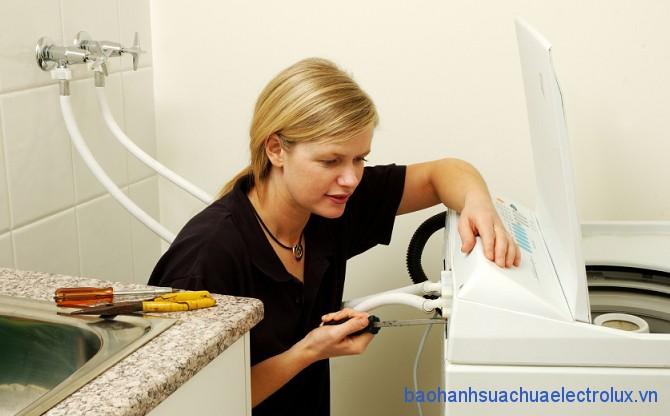Sửa chữa máy giặt bị rò nước