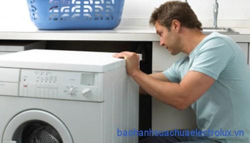 Sửa chữa máy giặt Electrolux bị kêu, lắc