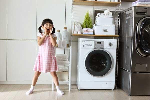 Trẻ mấy tuổi thì được dùng máy giặt để đảm bảo an toàn