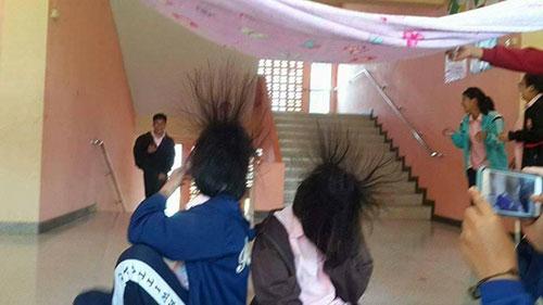 nguyen-nhan-va-cach-xu-ly-hien-tuong-tinh-dien-tren-quan-ao-mua-dong-p2a