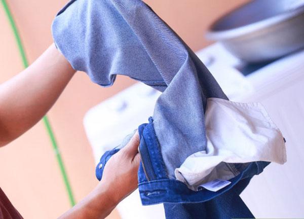 Tìm hiểu nguyên nhân máy giặt giặt đồ bị rách
